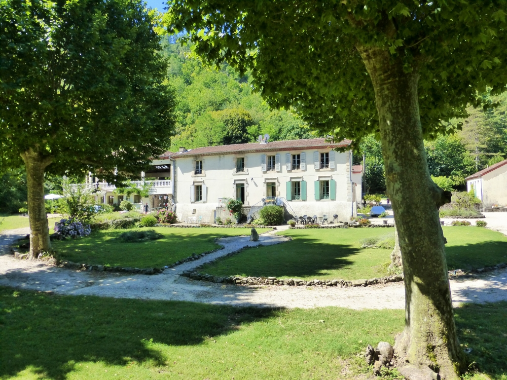 Super spacious gite in stunning Château with pool and river -  Les Pins