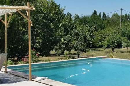 Studio Apartment Rental with Shared Swimming Pool in Simiane-Collongue, Provence, France
