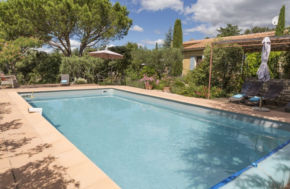 Bright 3 Bedroom House with Pool and large Garden in Cabrieres-d`Avignon, Vaucluse, France