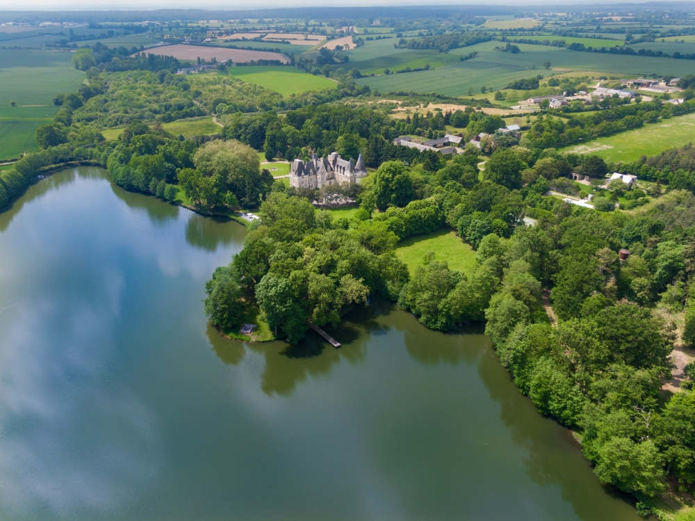 Luxury Lakeside Chateau Castle in Loire Valley, Island, Pool - Holidays and Weddings Destination
