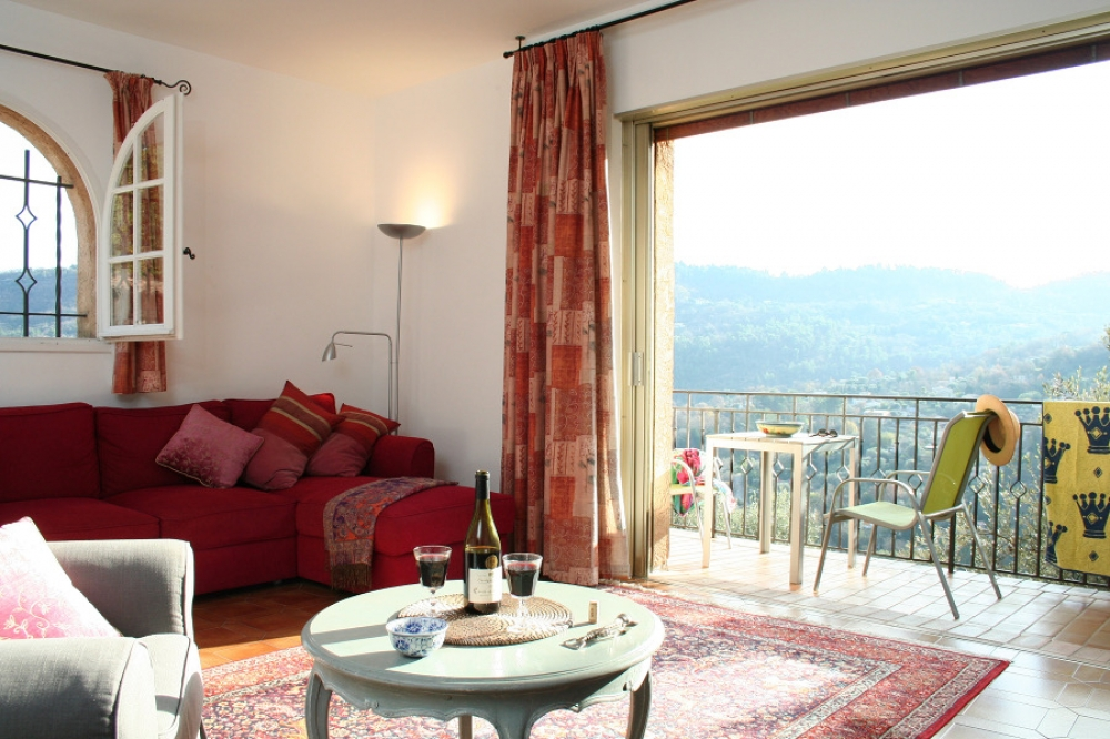Stunning Garden Apartment with Large Heated Pool in Le Bar sur Loup, France - UPPER GARDEN APARTMENT