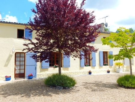 Holiday Cottage with Pool, Summerhouse and Games Room in Migron, France - Maison Poirier