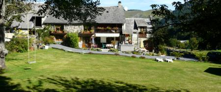 Farmhouse Gite In Beautiful Mountain Location, Heated Pool and Hot Tub, Midi Pyrenees