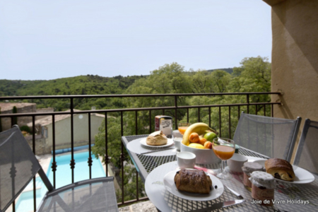 2 bedroom Holiday Home with Shared Pool in Bonnieux, Luberon Area, France - Old Gendarmerie