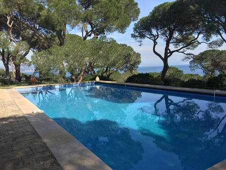 SAINT TROPEZ Holiday Villa with Private Pool, Direct Access to Beach