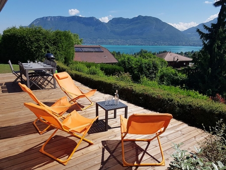 Semnoz Holiday Rental Apartment with Breathtaking Views over the Lake, Sevrier, France