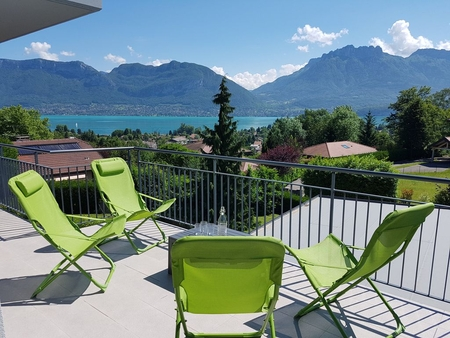 Superb Large Apartment With Private Garden, Lake and Mountain Views, Sevrier, France