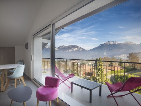 Mont Blanc Apartment Rental With Terrace and Lake and Mountain Views in Sevrier, France