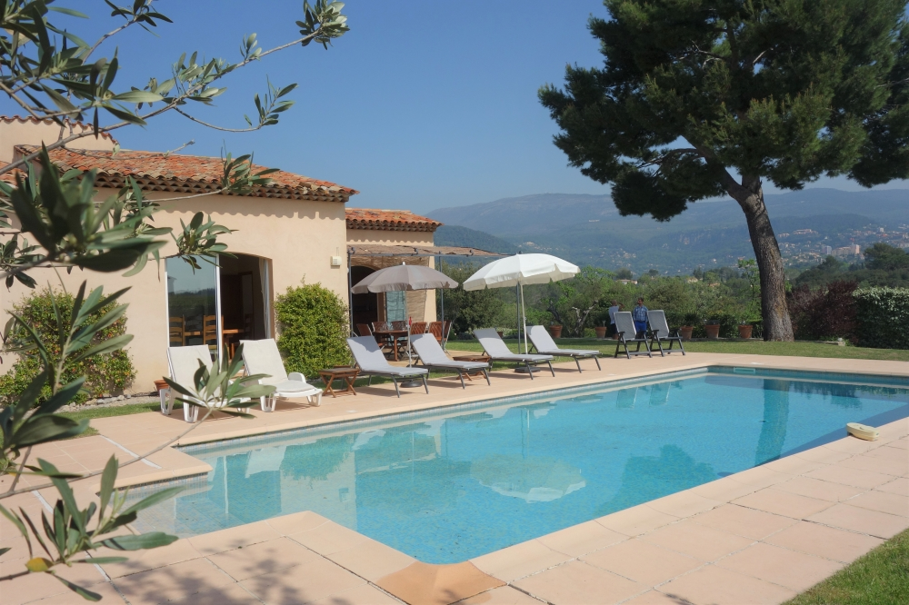 JDV Holidays Villa Oliviers - Modern 3 Bedroom Provencal Style Grasse Holiday Villa with Large Heated Pool