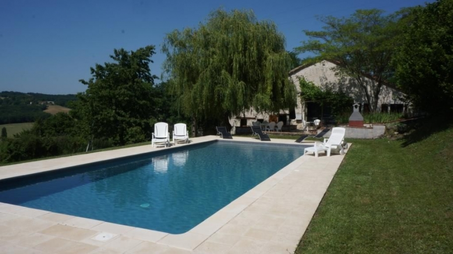 Spacious 4 Bedroom Beautifully Converted Holiday Barn in Beauville, France