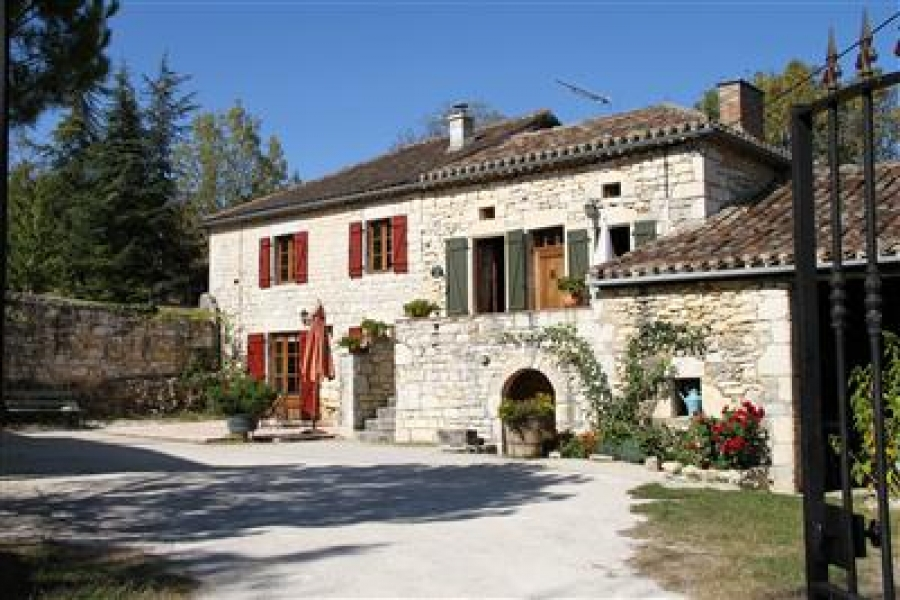 Holiday House to let near Montcuq and Cahors, Lot, France - La Loge + Annexe (La Petite Maison) - ideal for couple, family or friends.  Imaginatively