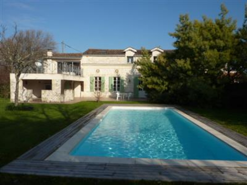 Country House Rental Near Lesparre-Medoc, Pool and Private Garden - Meillan
