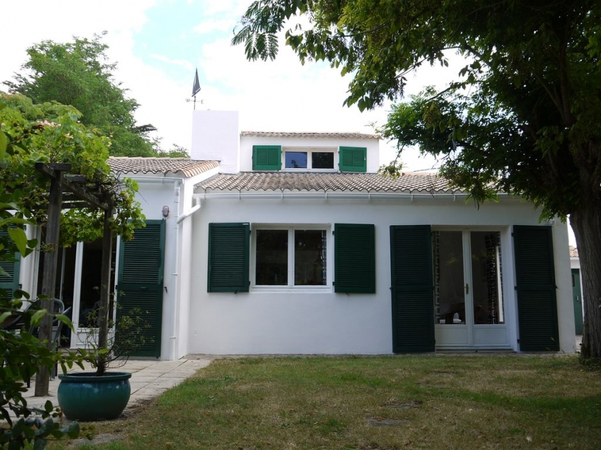 Large Comfortable 4 bedroom Vendee Holiday house, 150m from Beach