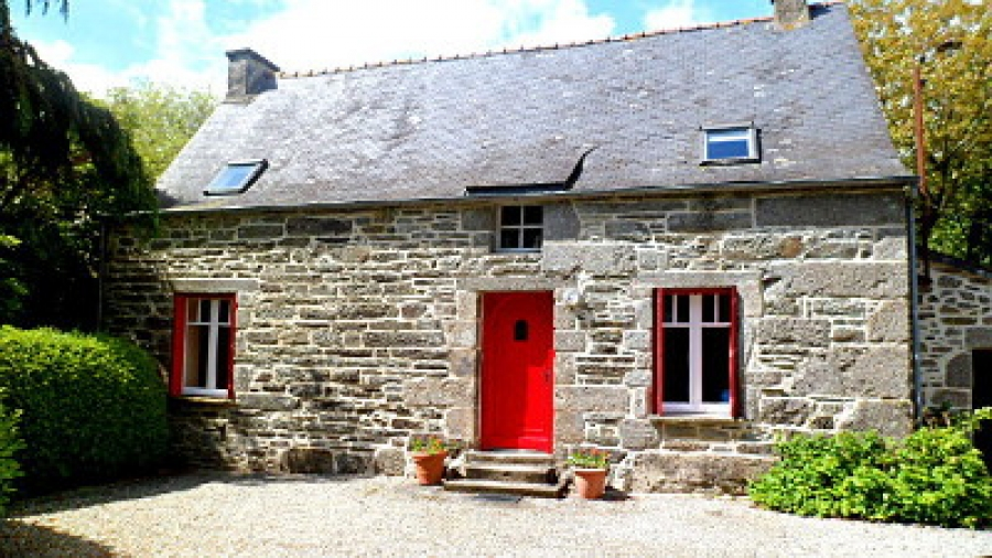 Beautiful Holiday Home with Heated Pool, Saint-Nicolas-du-Pélem, Brittany, France - Lustruyen Farmhouse