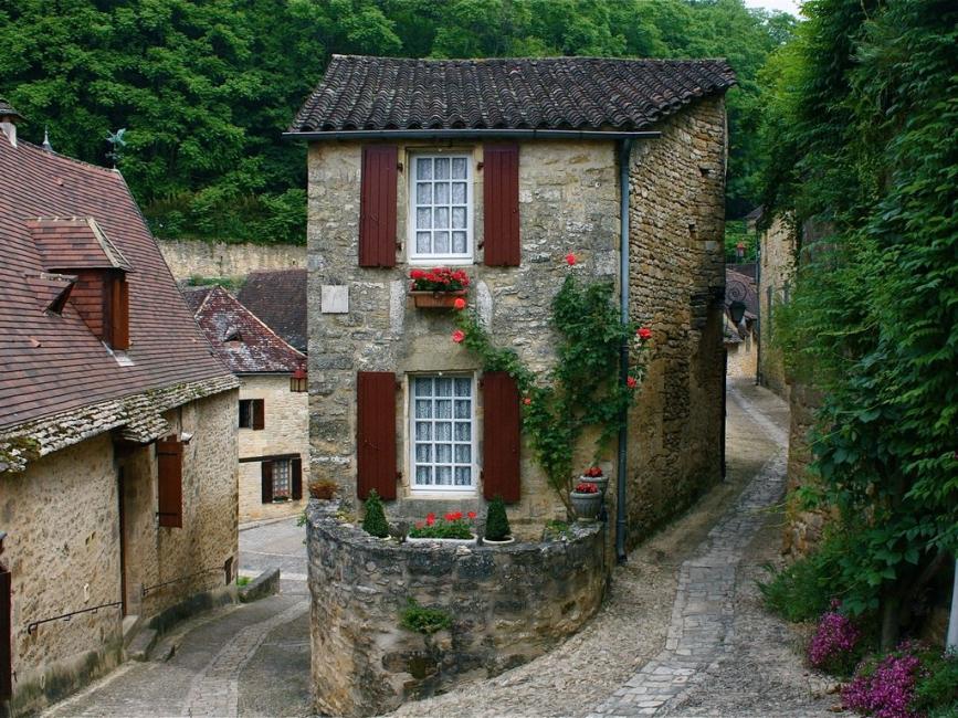 Medieval Cottage in Beynac-et-Cazenac, France - La Petite Maison