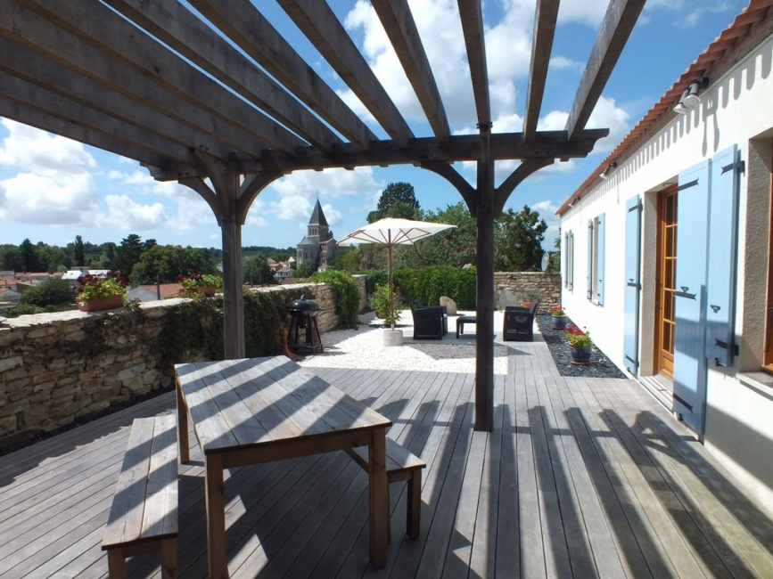 Beautiful Hillside 3 Bedroom House in Mareuil sur Lay, South Vendee