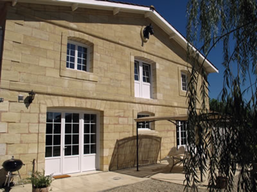 Relais des Vignes - Spacious, Qulaity Vineyard Cottage with Shared Pool