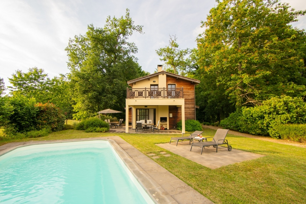 4 Bedroom villa with private heated pool on a holiday park with a difference