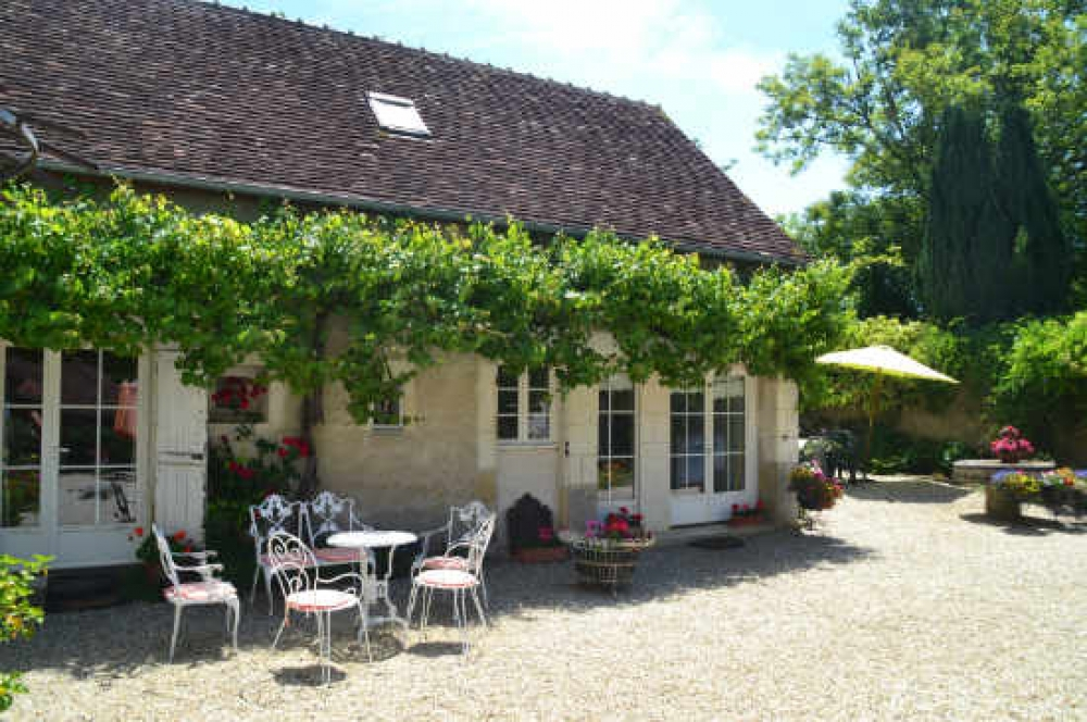 Charming fully equipped and restored cottage with Idyllic lake for Carp Fishing - The Fisherman's Cottage, near Loches