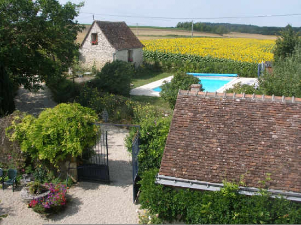 Romantic fully-equipped adult 'Wendy-House' for two with idyllic carp lake - The Bread Oven Cottage, near Loches