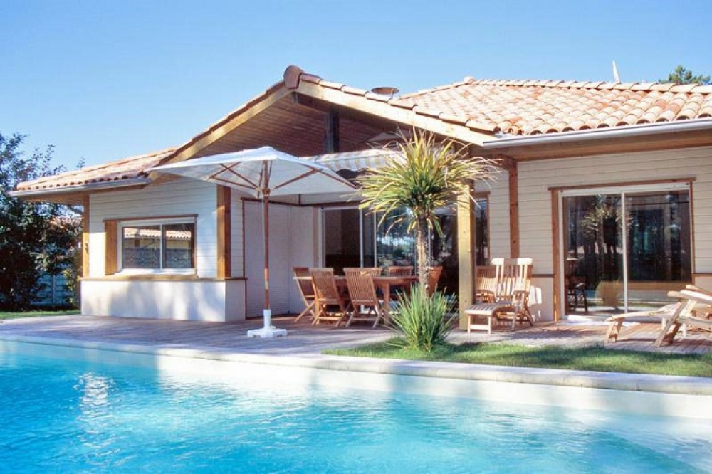 Four bedroom villa (plus mezzanine) with private pool in prestigious development just 1.5km from the beach and resort of