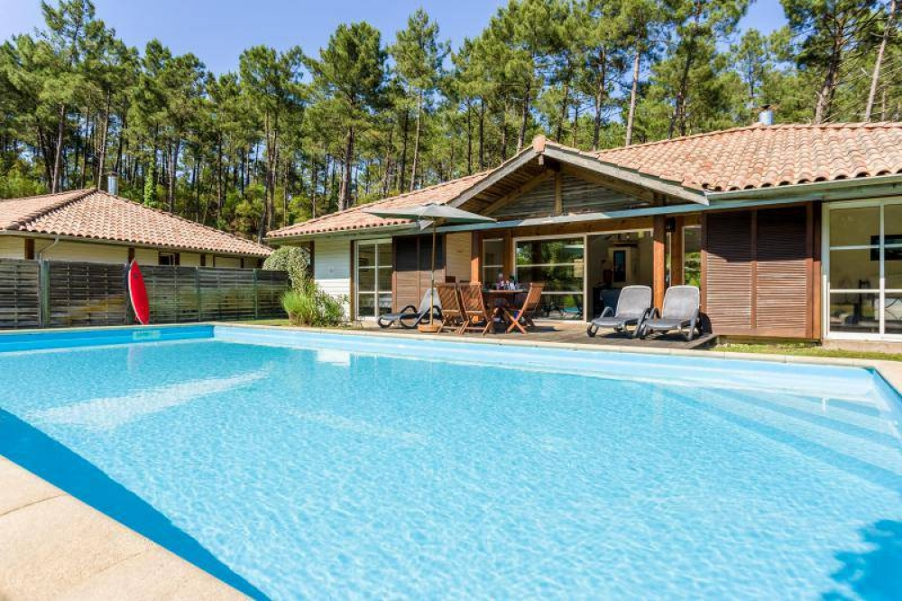 Three bedroom villa with private pool in prestigious La Clairiere aux Chevreuils domain just 2km from the beach and resort of Moliets Plage.