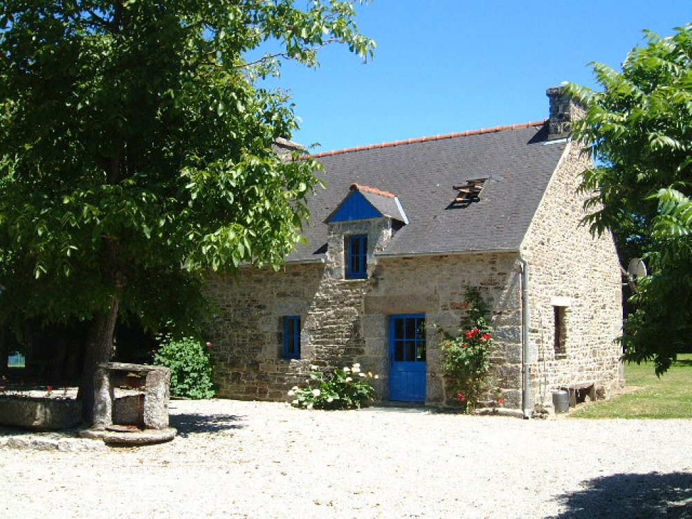 Brittany Holiday Rental Cottage Near lake Guerledan - Lustruyen Cottage