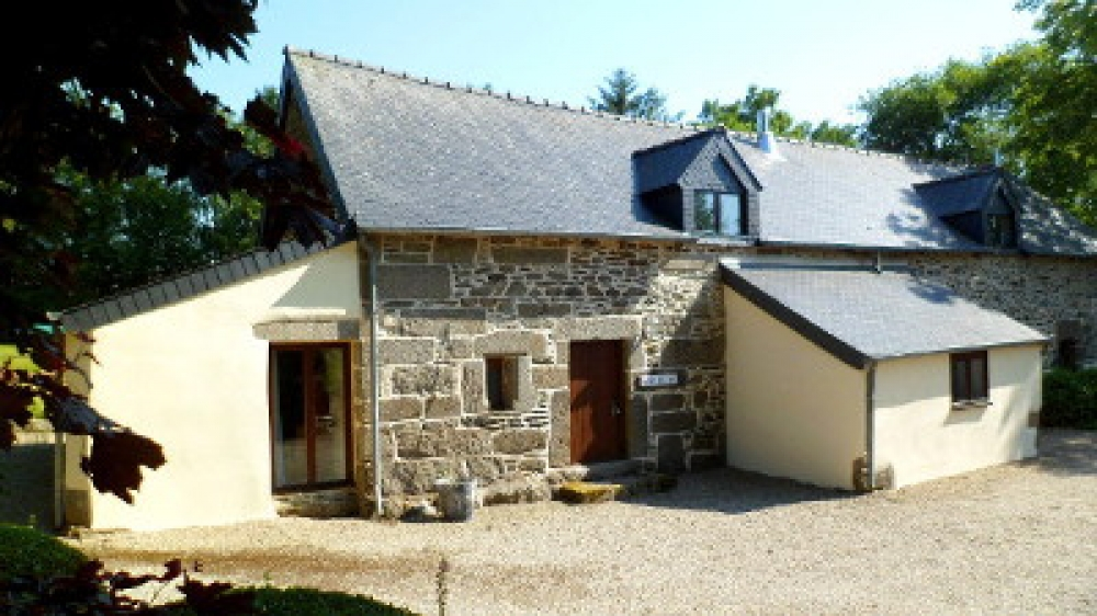 Beautiful Self Catering Holiday Cottage with Heated Pool in Central Brittany, France - Maison Madeleine