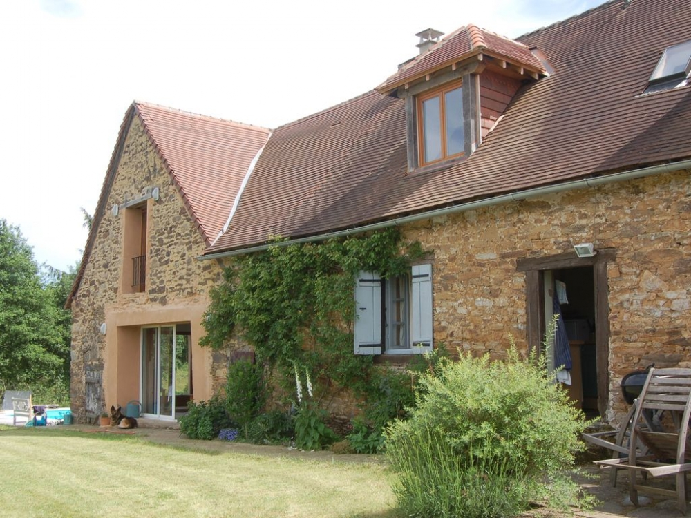 Perfect Dordogne holiday home, comprising secluded Farmhouse and Barn, Wonderful Views, Heated Salt Pool
