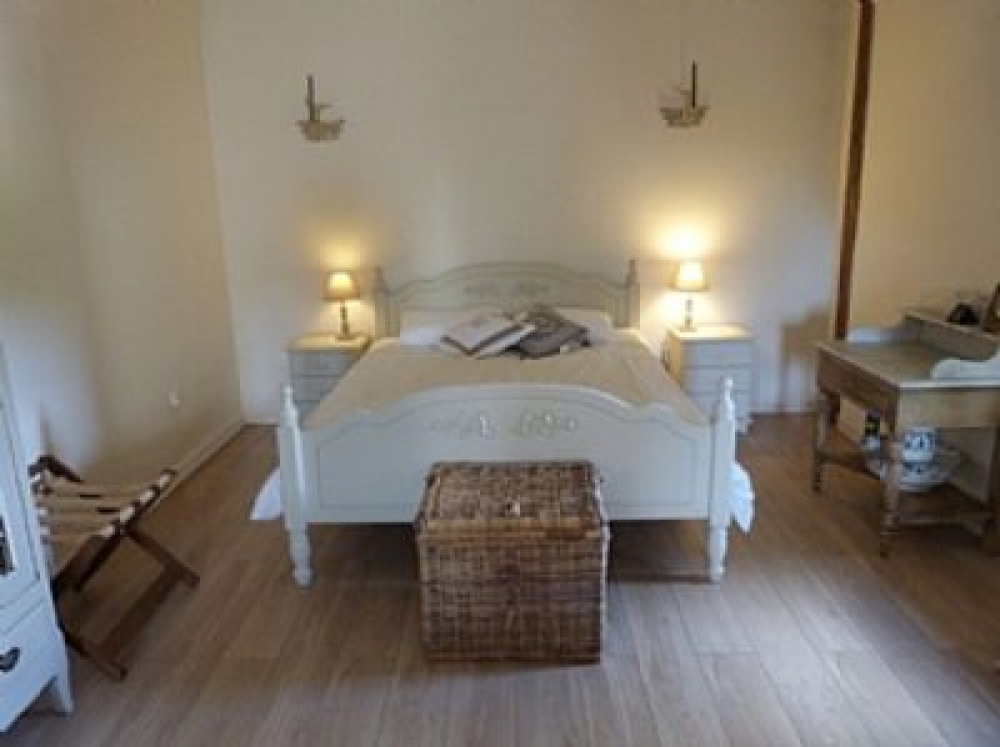 Tastefully Decorated Vineyard Cottage in Esclottes, Near Duras, Lot et Garonne, France