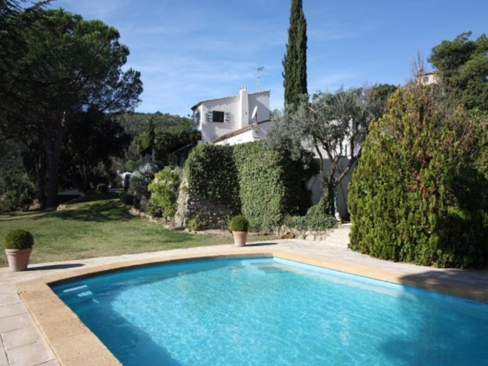 Stunning Hilltop Villa with Private Heated Pool and Panoramic Views, Near St Tropez