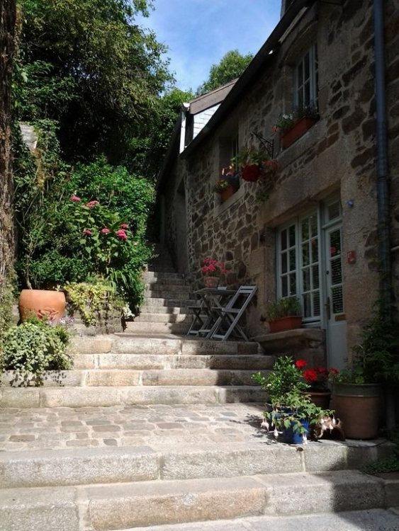 Dinan Holiday Cottages In A Garden Setting, Stunning views over the rooftops of Dinan - Albertine