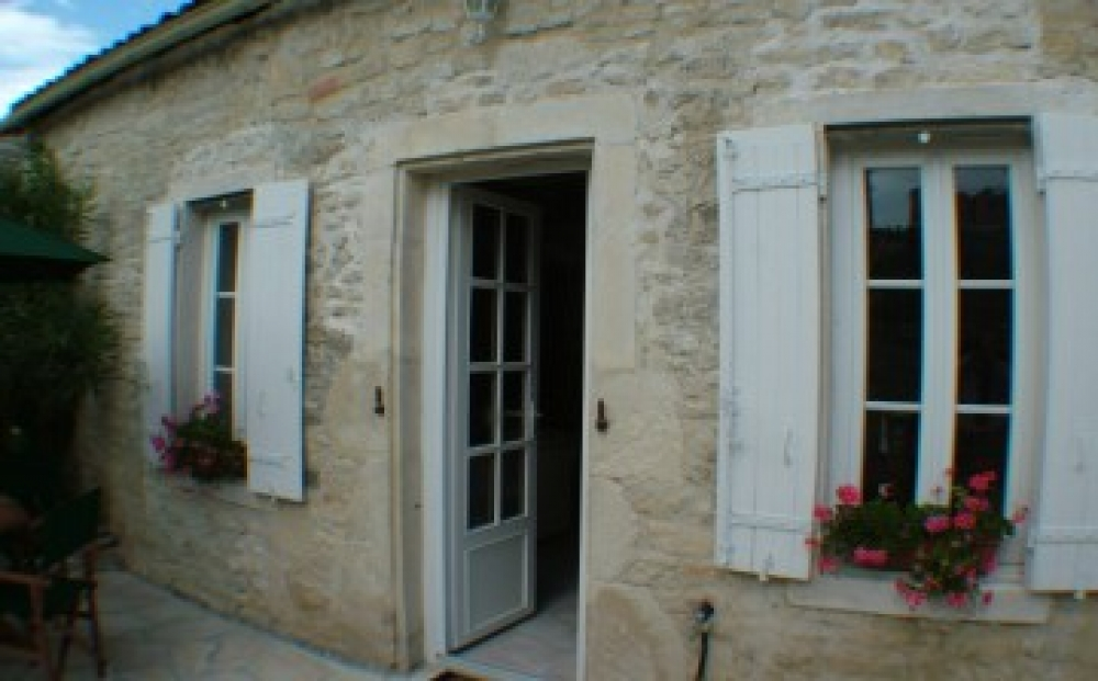 Self Catering Cottage Near Cognac with Pool, Charente-Maritime, France - Oleander Cottage
