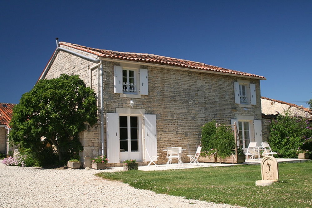 Holiday Cottage with Pool Near Cognac, Charente-Maritime, France - Bambou Jardin