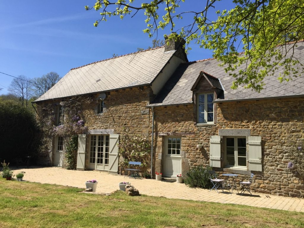 Beautifully renovated Brittany Farmhouse with 7.5 acre Private Grounds, Countryside Views