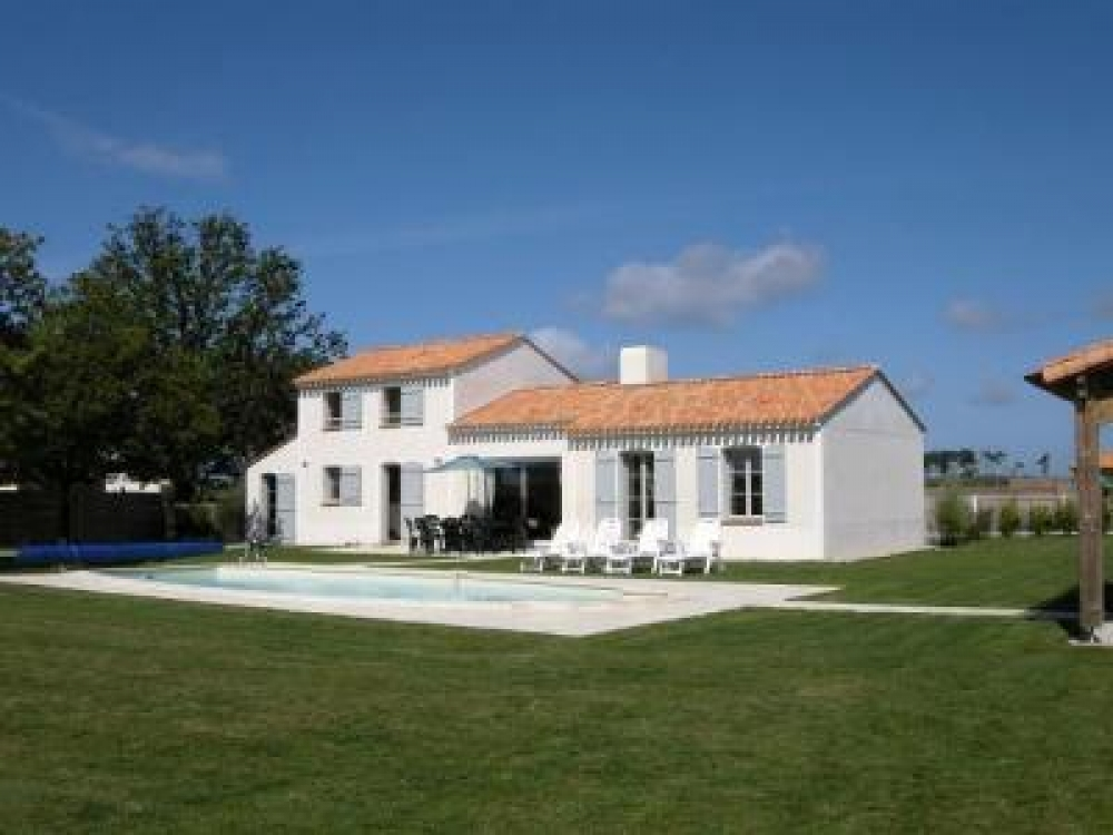 Golf Course Holiday Villa with Pool, Near Vendee Coast and Port of St.Gilles Croix de Vie