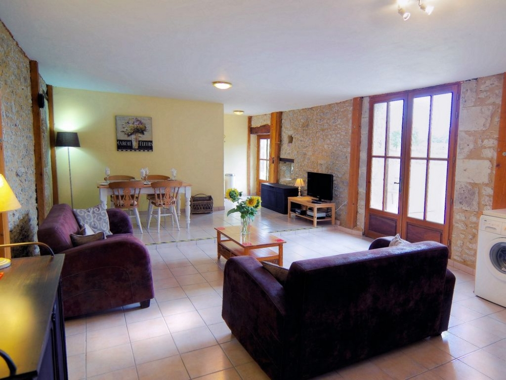 Self catering Gites with Pool near Eymet and Duras, Lot et Garonne, France - Les Tournesols
