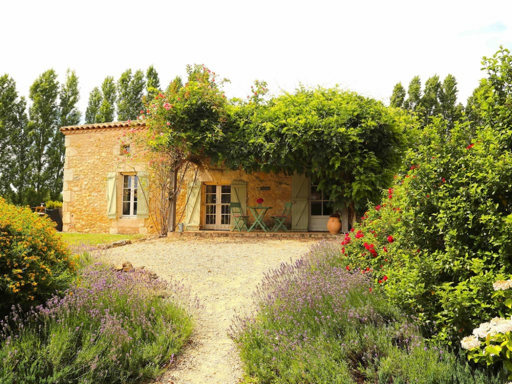 Beautiful Dordogne Holiday Gites with Shared Pool, Stunning Views,Luxury Hot Tub, Large Grounds - The Cottage