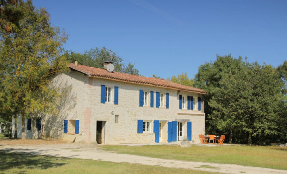 Comfortable family holiday house with great views across a valley to the pretty 'bastide' village of Monfort - Au Haoure - a Simply Gascony property