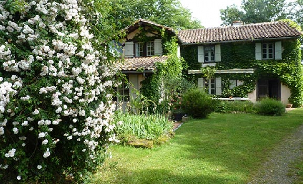 Delightful farmhouse set in gorgeous rolling hills - Le Serien