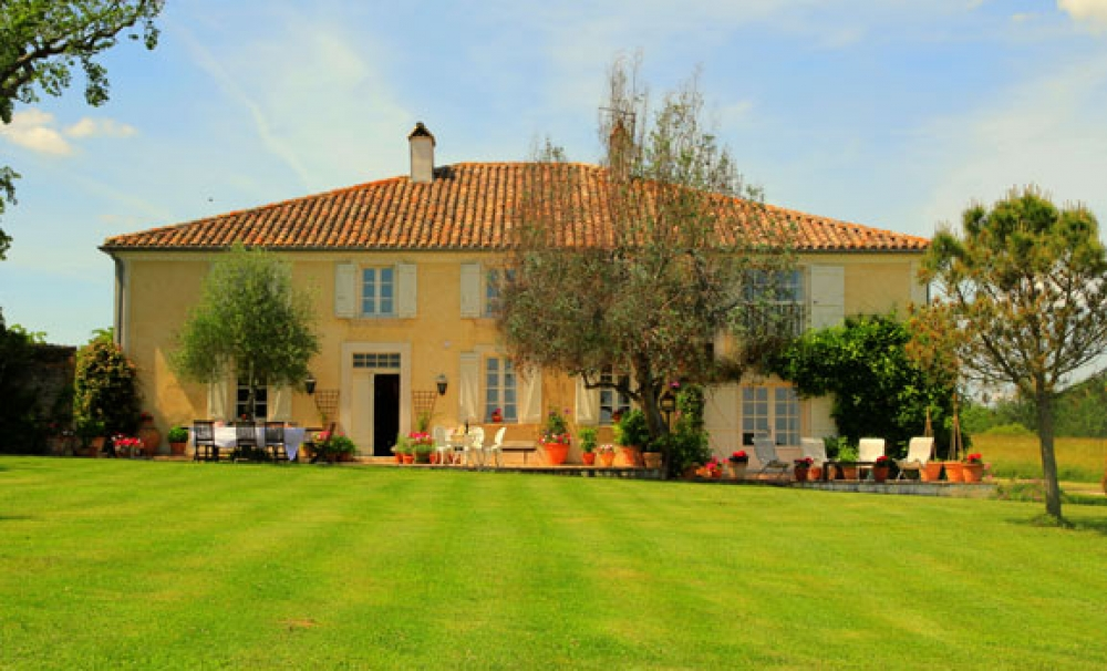 A really good Country House with superb views and well-sited pool - Cap de Montaulieu - a Simply Gascony property