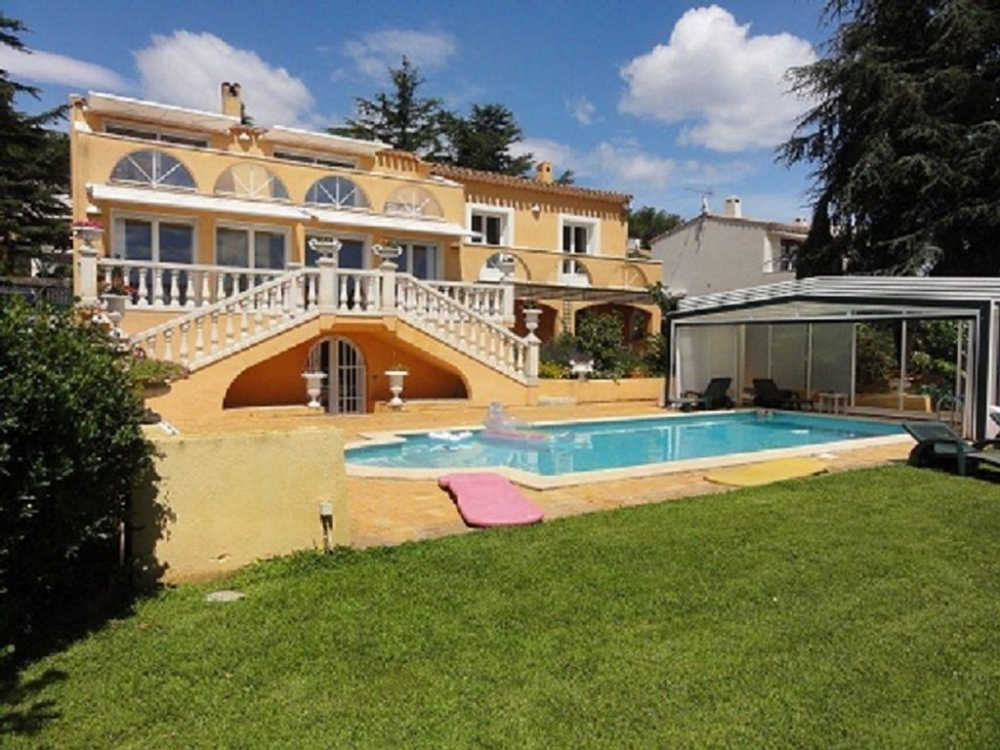 Detached Cap d' Agde Holiday Villa with Private Pool and Sea Views