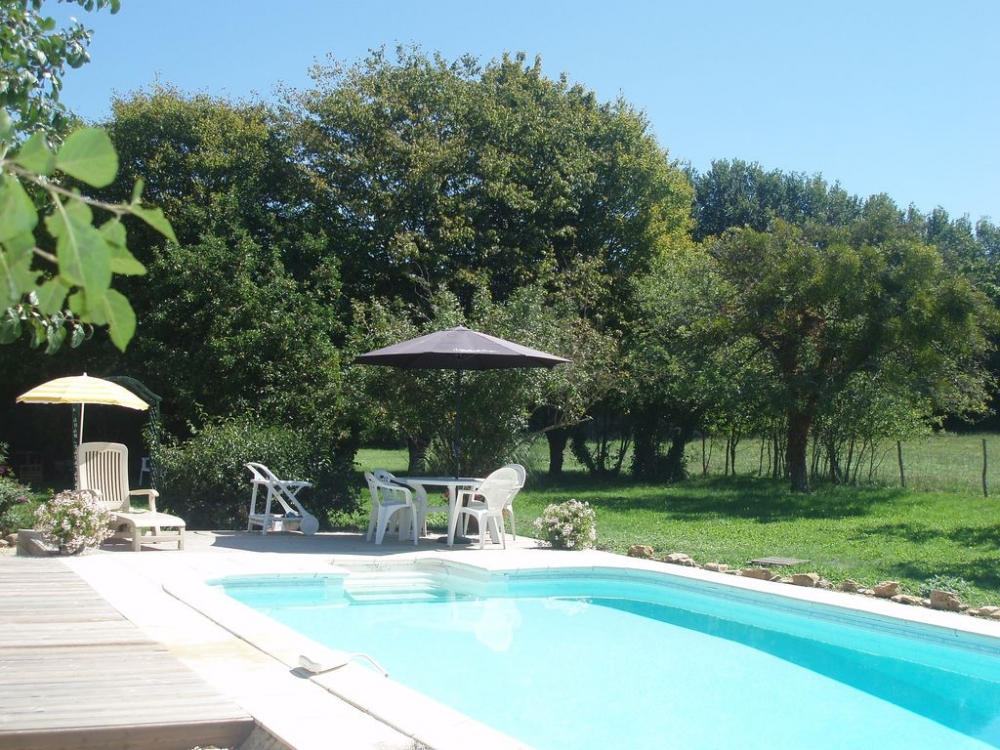 Detached Holiday Rental Cottage With Private Pool in Chatain, Vienne, France