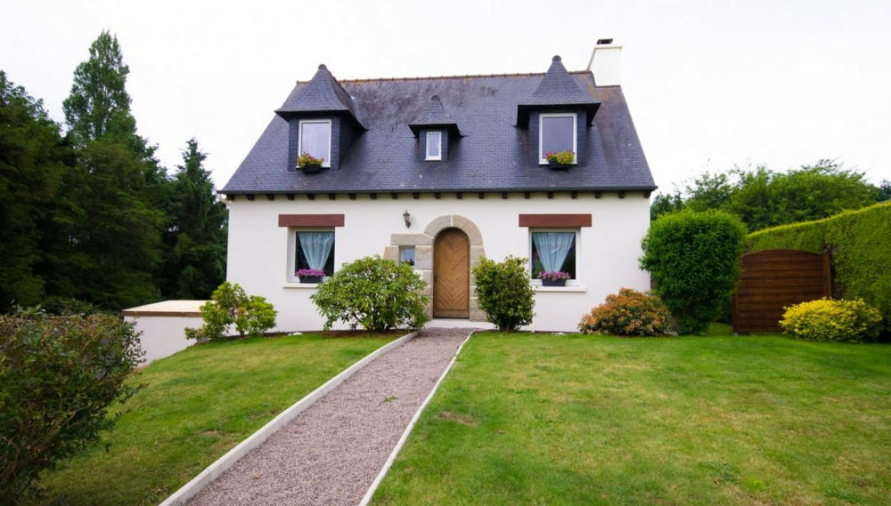 Traditional detached Maison Bretonne located between Quessoy and Yffinac, Brittany, France