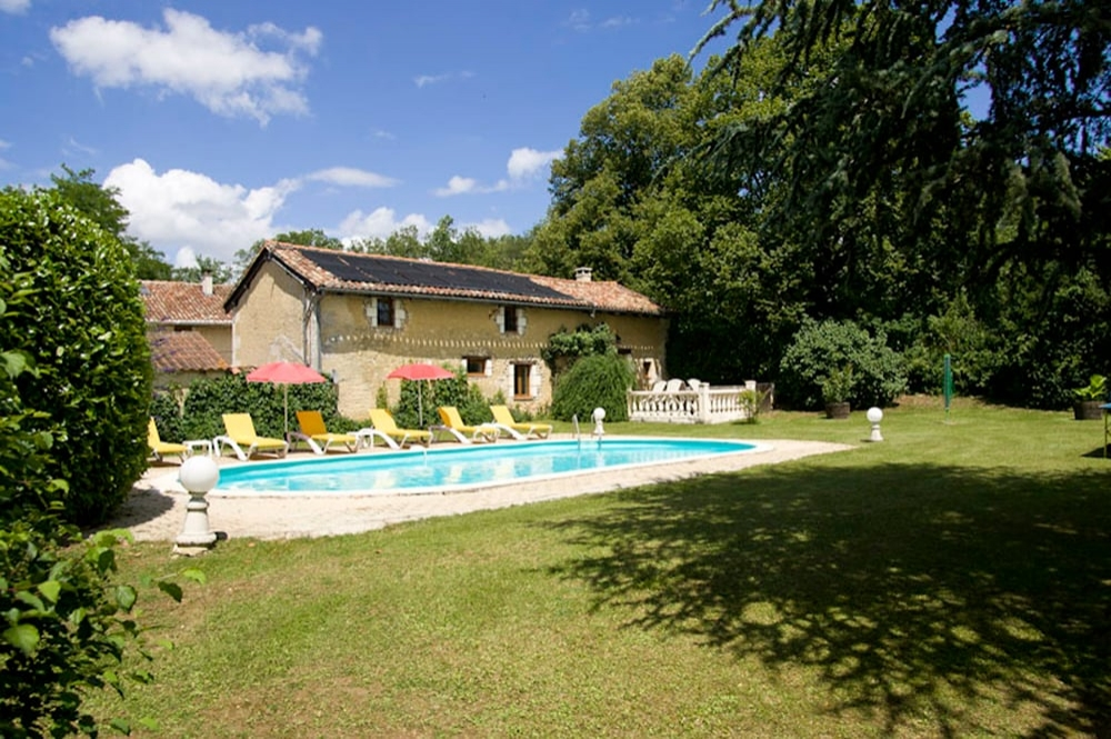 Beautiful Périgord Holiday Farmhouse with Private Pool in Mareuil-sur-Belle, Dordogne, France - La Remise