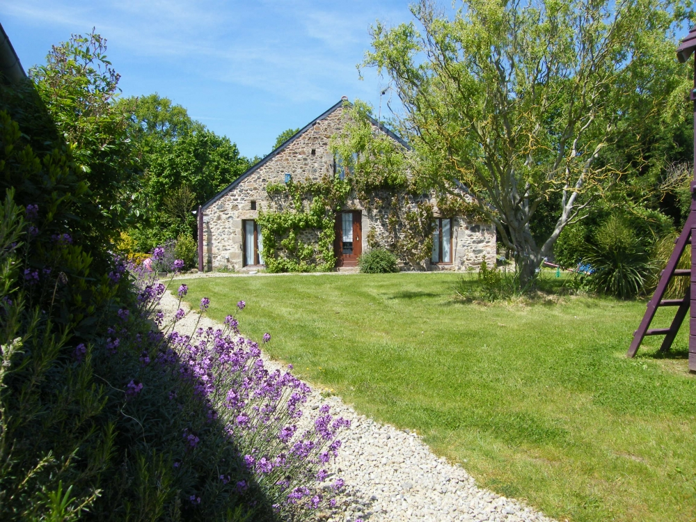 Large One-bedroom Holiday Gite with Pool, Henansal, Brittany, France - La Boulange