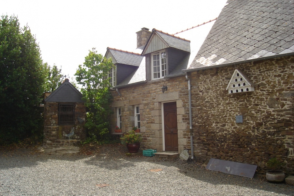 2 bedroom Gite Rental with Heated Pool in Saint-Ouen-La-Rouerie, Brittany, France - Hirondelle