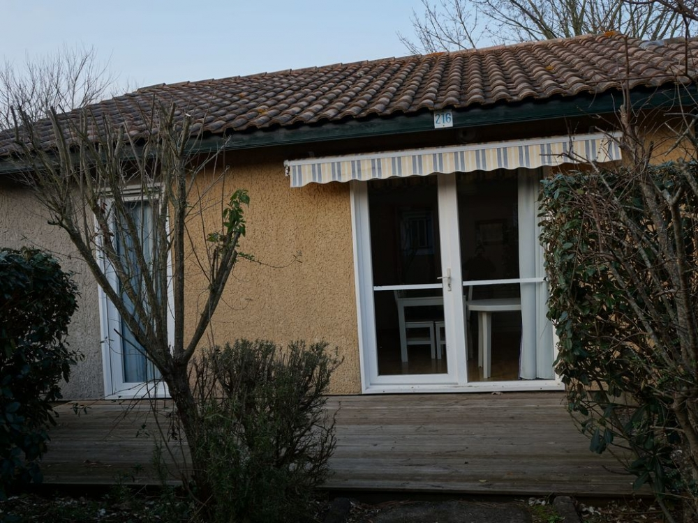 Quality 2 Bed Soustons Holiday Rental Villas with Pool, South West France - Villas du Lac 216