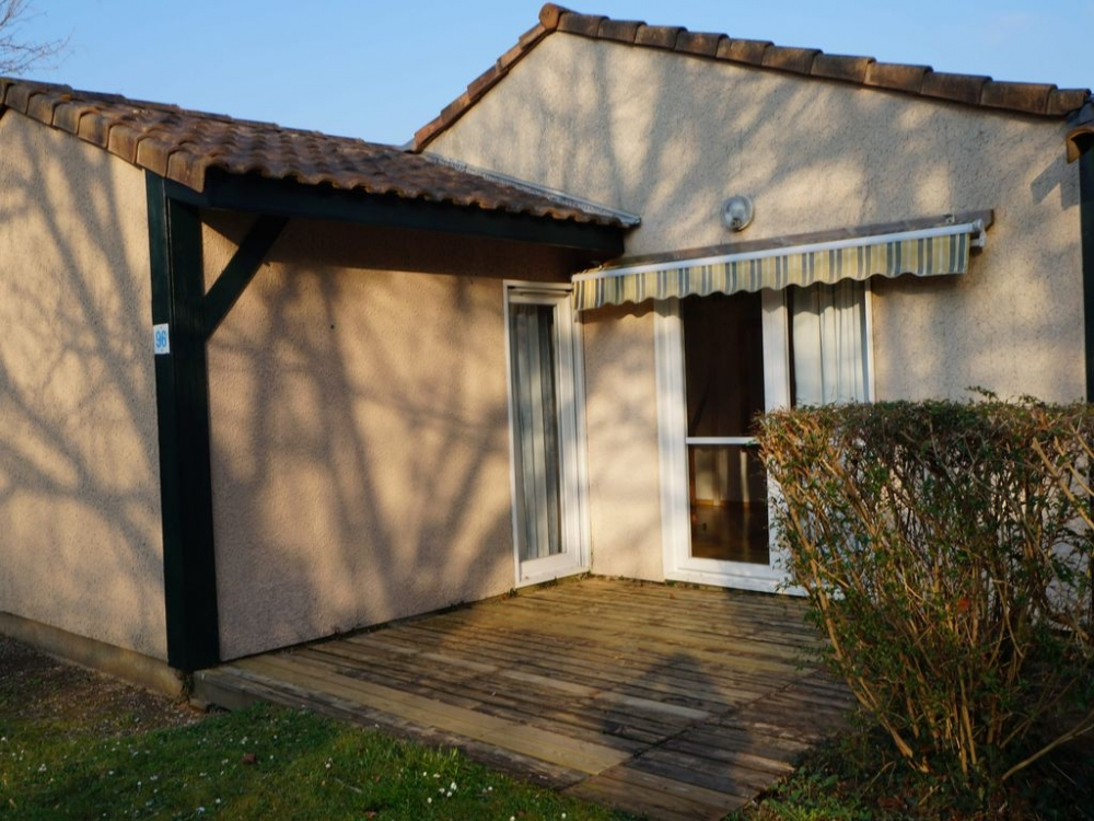Quality 1 Bed Holiday Villas to Rent in Soustons, Landes, France - Villas du lac 96