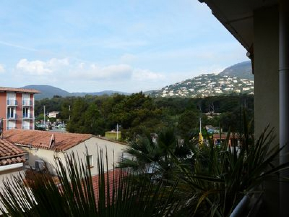 2 Bedroom Apartment Rental in Cavalaire-sur-Mer, France - Lovely Views, Near Beaches